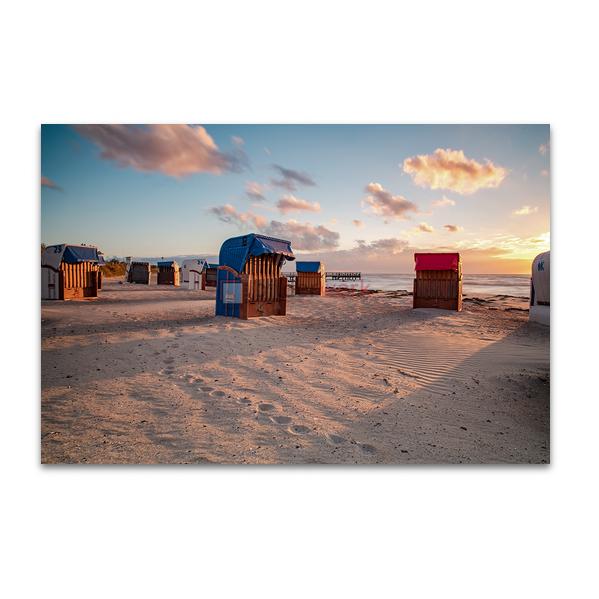 Strandkörbe in der Morgensonne