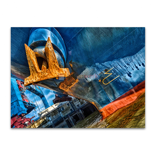 Gelber Anker auf blauem Schiff