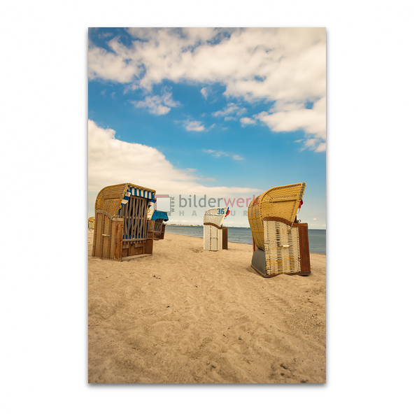 Strandkörbe im Schatten