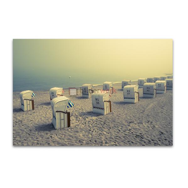 Strandkörbe im Morgennebel