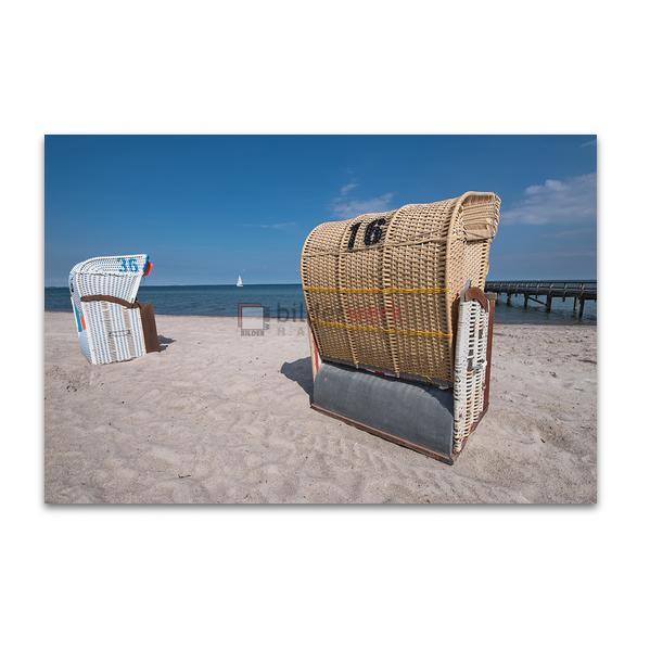 Strandkörbe mit Boot